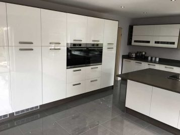 White Gloss Kitchen with Bosch Oven