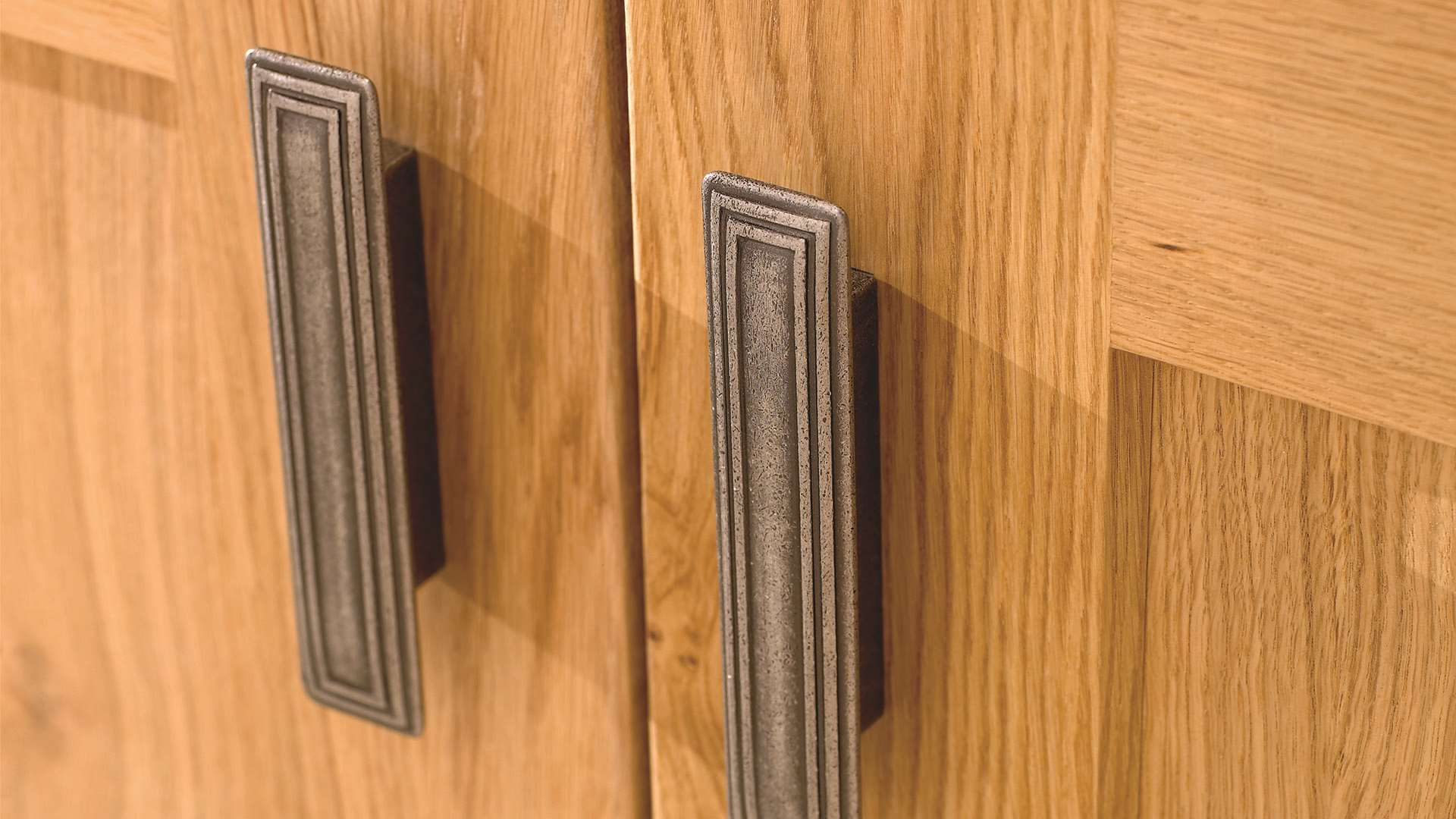 Clonmel Knotty Oak Handles